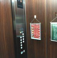 大きなボタンになったエレベーター